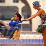Женщина и мужчина в магазине