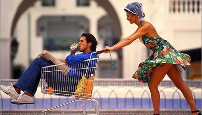 Парень Идет за Покупками